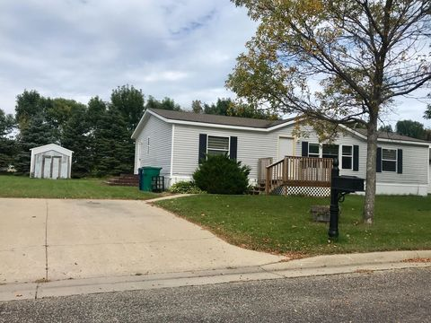 Photo of 3419 11th Ave Sw, Watertown, SD 57201