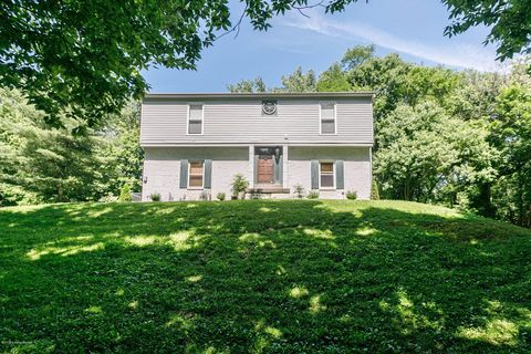 Photo of 5505 River Rd, Prospect, KY 40059