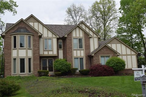 Photo of 38050 Eric Ct, Farmington Hills, MI 48335