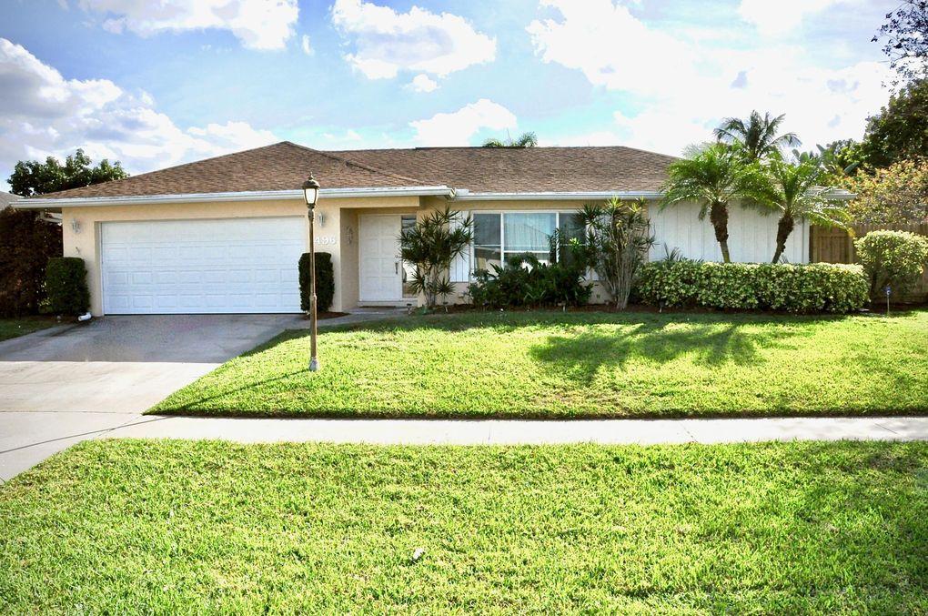 1496 Woodcrest Rd N West Palm Beach, FL 33417