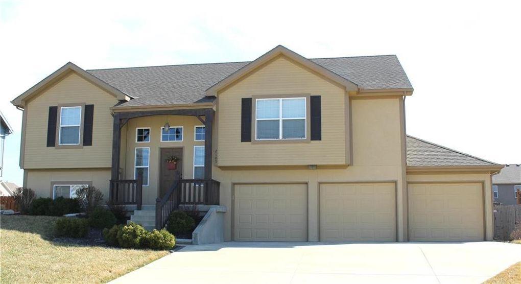 2105 Birch St, Leavenworth, KS 66048