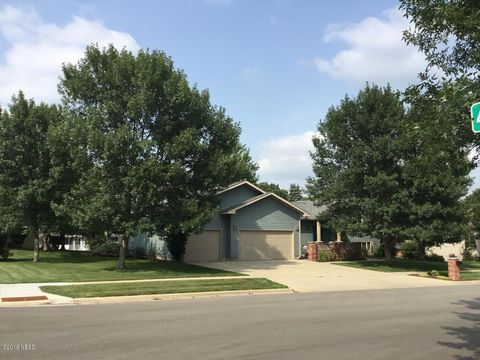 Photo of 4307 12th Ave Nw, Watertown, SD 57201