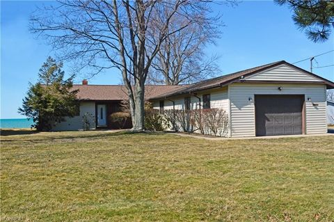 5888 Thunderbird Dr, Mentor On the Lake, OH 44060