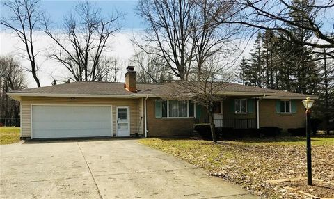 3730 Holly Ln, Hermitage, PA 16148
