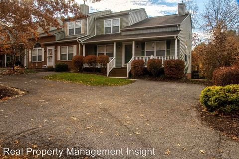 Photo of 310 Silver Leaf Dr Nw, Christiansburg, VA 24073
