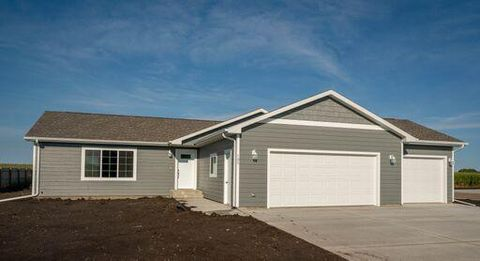 Photo of 702 5th St W, Volga, SD 57071