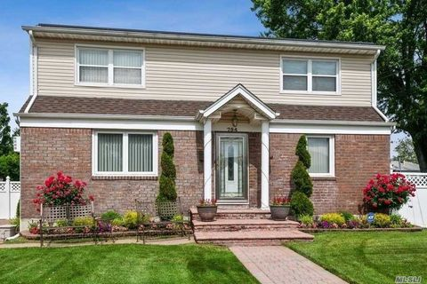Photo of 754 Home St, Elmont, NY 11003