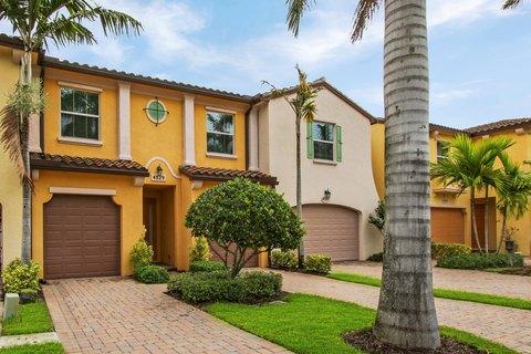 4529 Mediterranean Cir, Palm Beach Gardens, FL 33418