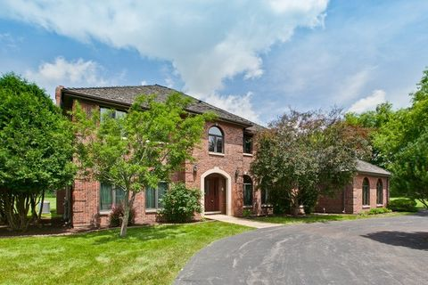 4 Ascot Ln, Barrington, IL 60010