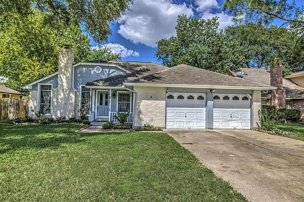 15422 Pebble Lake Dr, Houston, TX 77095