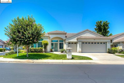 Photo of 365 Winesap Dr, Brentwood, CA 94513