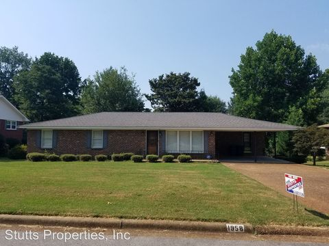 Photo of 1958 Holiday Dr, Florence, AL 35630