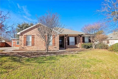 Photo of 1208 High Point Dr, Pilot Point, TX 76258