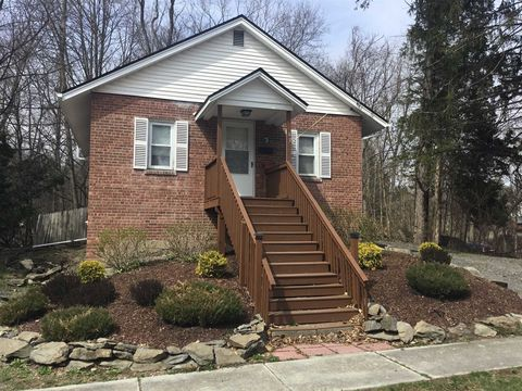 Photo of 43 Lake St, Poughkeepsie, NY 12601