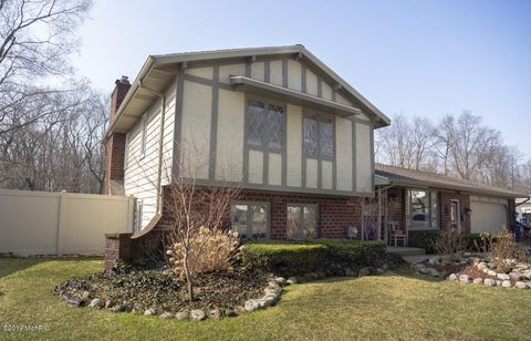 Photo of 2046 Valley Forge St Nw, Grand Rapids, MI 49504