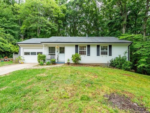 Photo of 33 Clement Dr, Asheville, NC 28805
