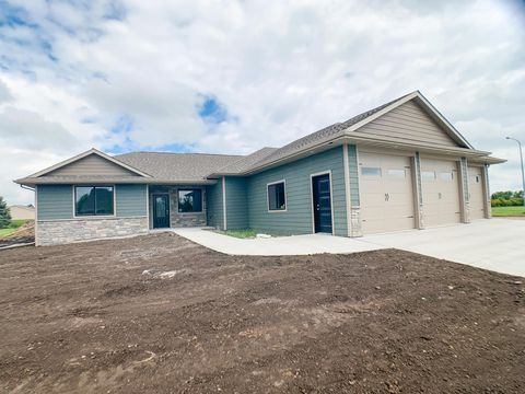 Photo of 1931 Pinehurst Dr, Brookings, SD 57006