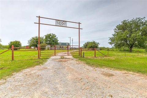 Photo of 1702 County Road 323, Carbon, TX 76435
