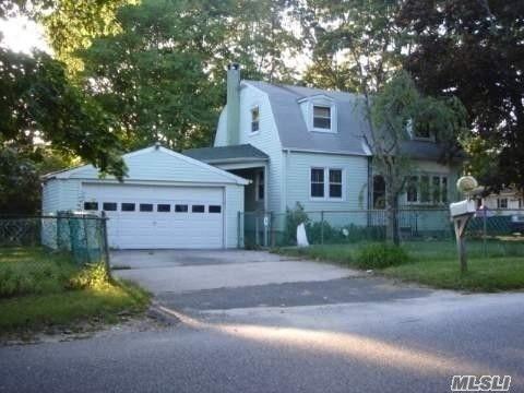12 Hawkins Ave, Medford, NY 11763