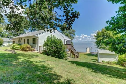 528 Old Mill Point Rd, Laneview, VA 22504