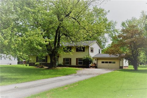 Photo of 38 W Bel Meadow Ln, Chagrin Falls, OH 44022