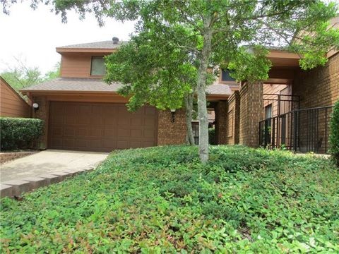 Photo of 3 Village Green Ct, Denison, TX 75020
