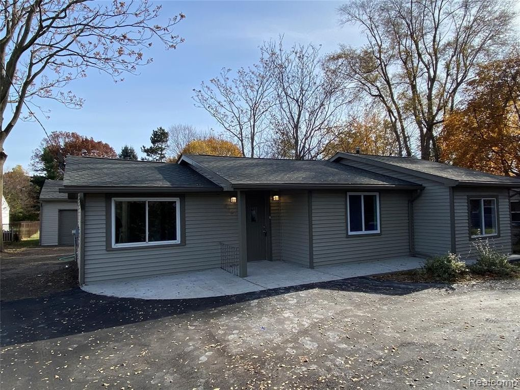 892 Scott Lake Rd Waterford Township, MI 48328