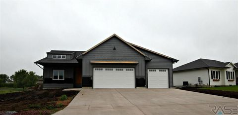 Photo of 116 Lynx St, Valley Springs, SD 57068