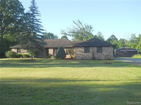 Photo of 5929 Layton Rd, Howell, MI 48836