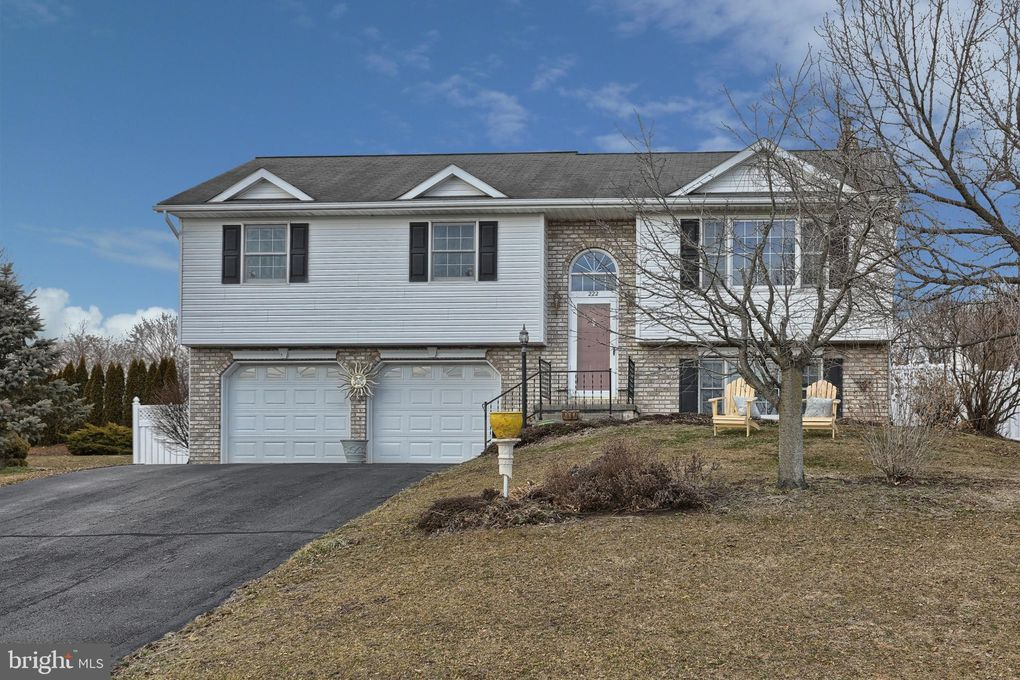 222 Swatara Cir Jonestown, PA 17038