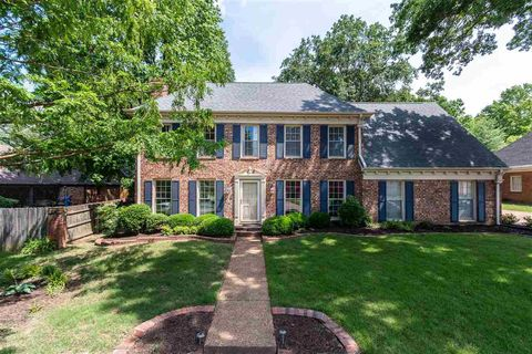 Photo of 8214 Waverly Crossing Rd, Germantown, TN 38138
