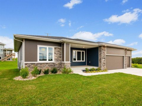 Photo of 5534 164th St, Urbandale, IA 50323
