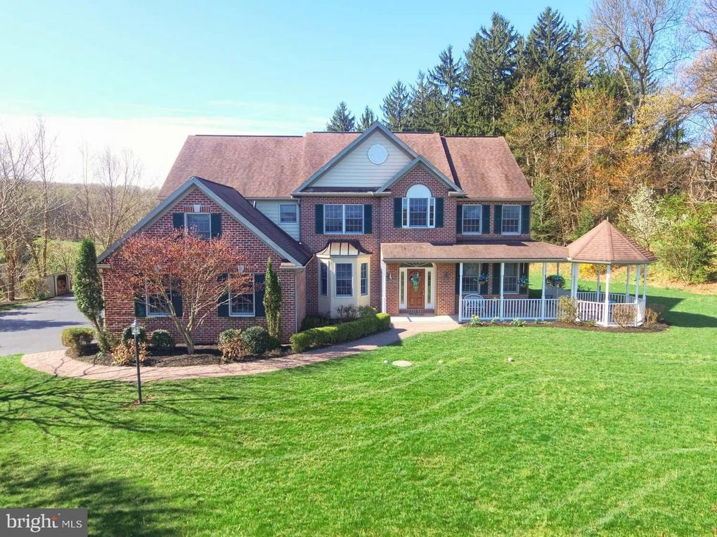 5 Glen Hollow Ct, Reading, PA 19607