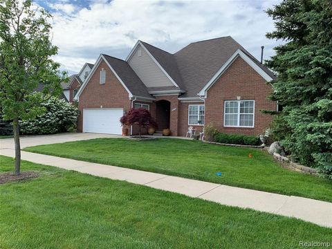 Photo of 2010 Crooks Dr, Rochester Hills, MI 48309