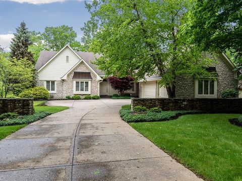 Photo of 8442 Twin Pointe Cir, Indianapolis, IN 46236