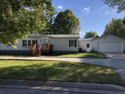 415 4th St S, Franklin, MN 55333