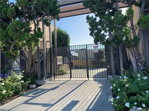 Super 5535 Ackerfield Ave Unit 32 Long Beach Ca 90805 Home Interior And Landscaping Ferensignezvosmurscom