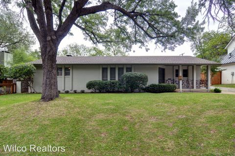 Photo of 616 Edgefield Rd, Fort Worth, TX 76107
