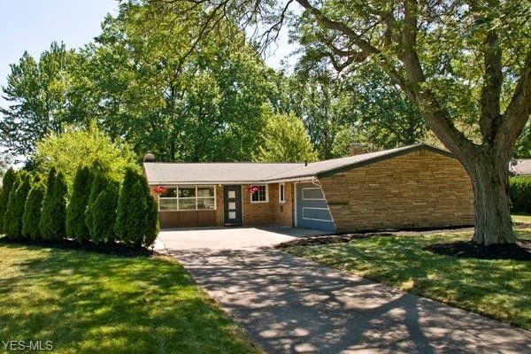 2481 Brantwood Dr Westlake, OH 44145