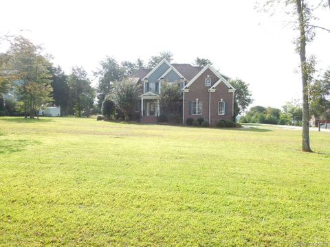 Photo of 7919 Mountain Shore Dr, Sherrills Ford, NC 28673