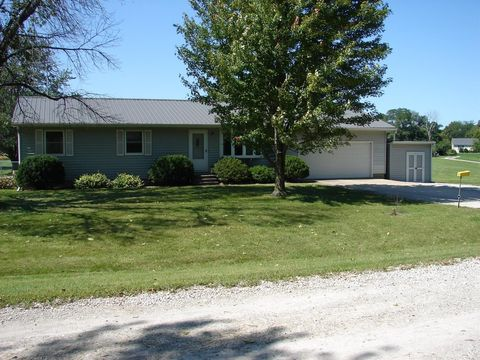 2939 Country Acres Dr, Danville, IA 52623