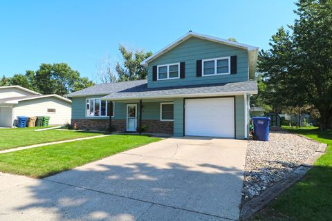 Photo of 116 15th St Se, Watertown, SD 57201
