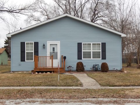 518 E 6th St, Momence, IL 60954