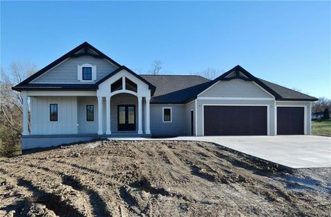Photo of 205 E Park Ln, Pella, IA 50219
