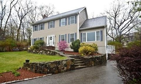 3 Paris Way, Woburn, MA 01801