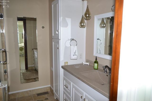 1130 By The Shores Dr Apt 9, Huron, OH 44839 - Bathroom