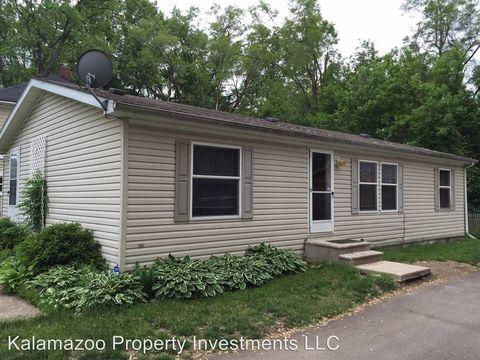 Photo of 1729 Colgrove Ave, Kalamazoo, MI 49048