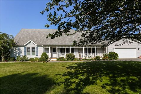 Photo of 8 Coggeshall Way, Middletown, RI 02842