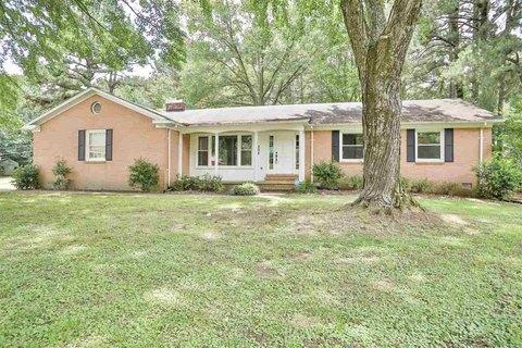 294 Ridgecrest Rd, Jackson, TN 38305