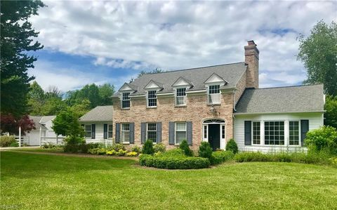 Photo of 9745 Mountainview Dr, Waite Hill, OH 44094
